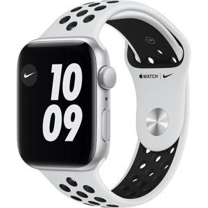 Apple Watch Nike SE (2020) 44mm stříbrný hliník s platinovým/černým sportovním řemínkem